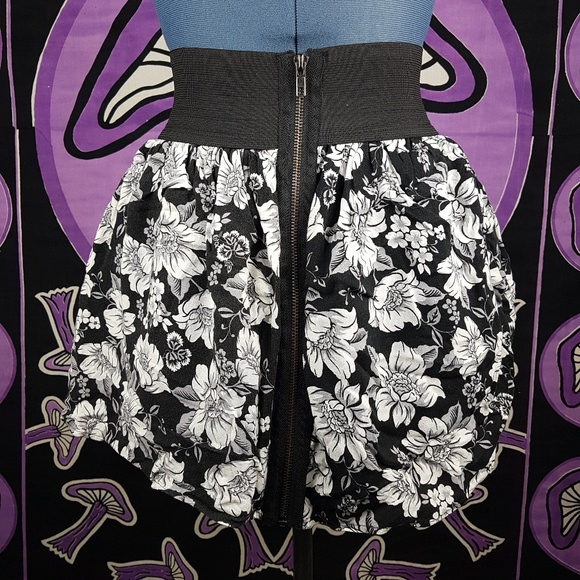 5f1d139c32d71 Material Girl Xs Mini Floral Skirt White Black Zip